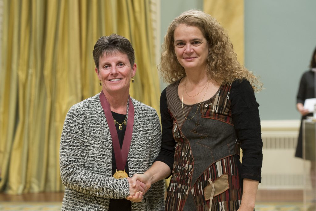 GG02-2017-0417-043 November 22, 2017 Ottawa, Ontario, Canada Her Excellency presents The Governor General's History Awards for Excellence in Teaching to Janet Ruest. Credit: MCpl Vincent Carbonneau, Rideau Hall, OSGG